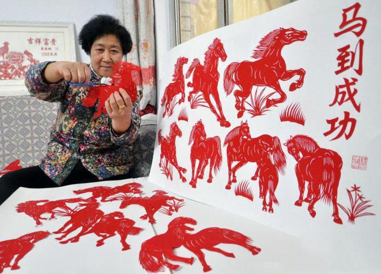 马年春节期间,欣赏剪纸作品令我们重温过去浓浓的